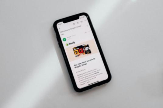 A Shopify é uma plataforma de dropshipping mundialmente conhecida