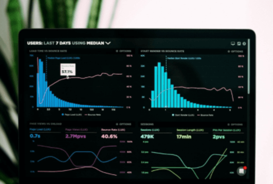 O analista de SEO busca dados e métricas de otimização
